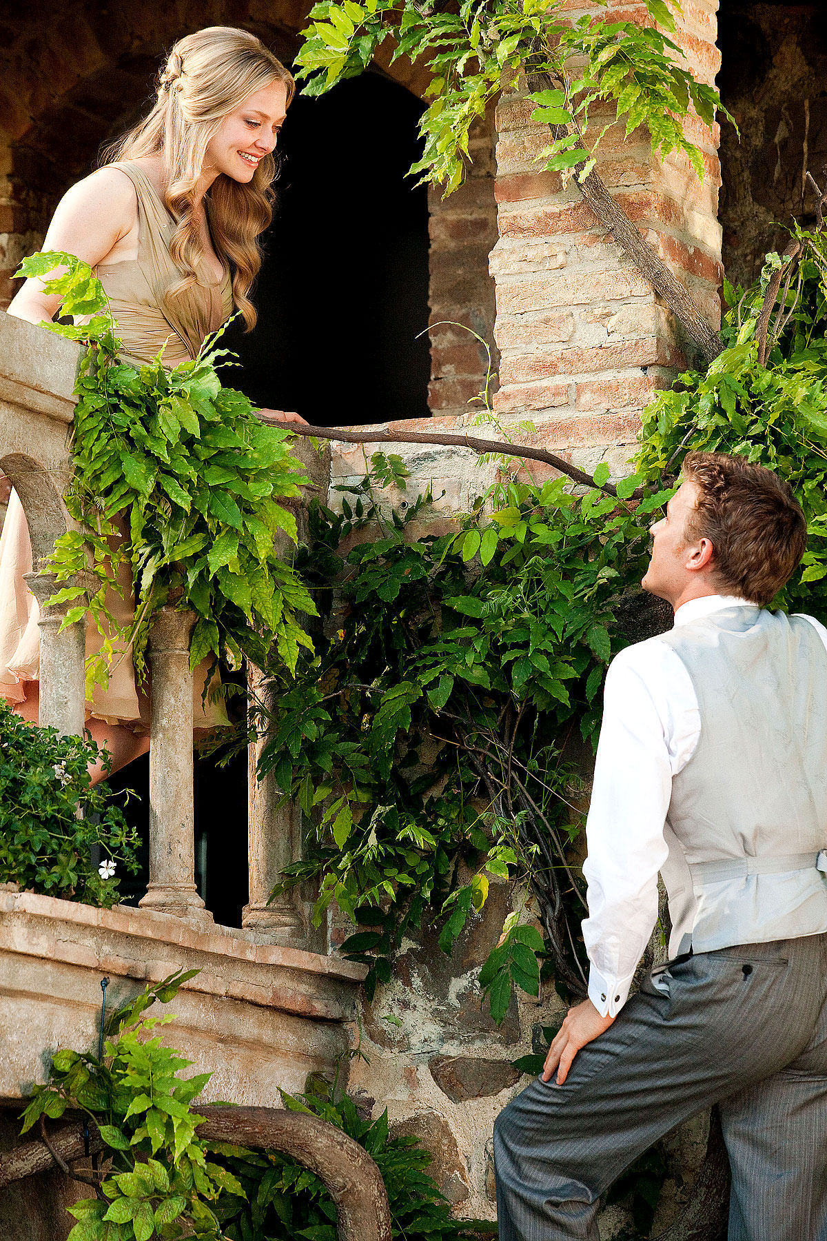 http://rumahdiksi.files.wordpress.com/2012/01/letters-to-juliet-movie-masquerade-13430075-1200-1800-1.jpg